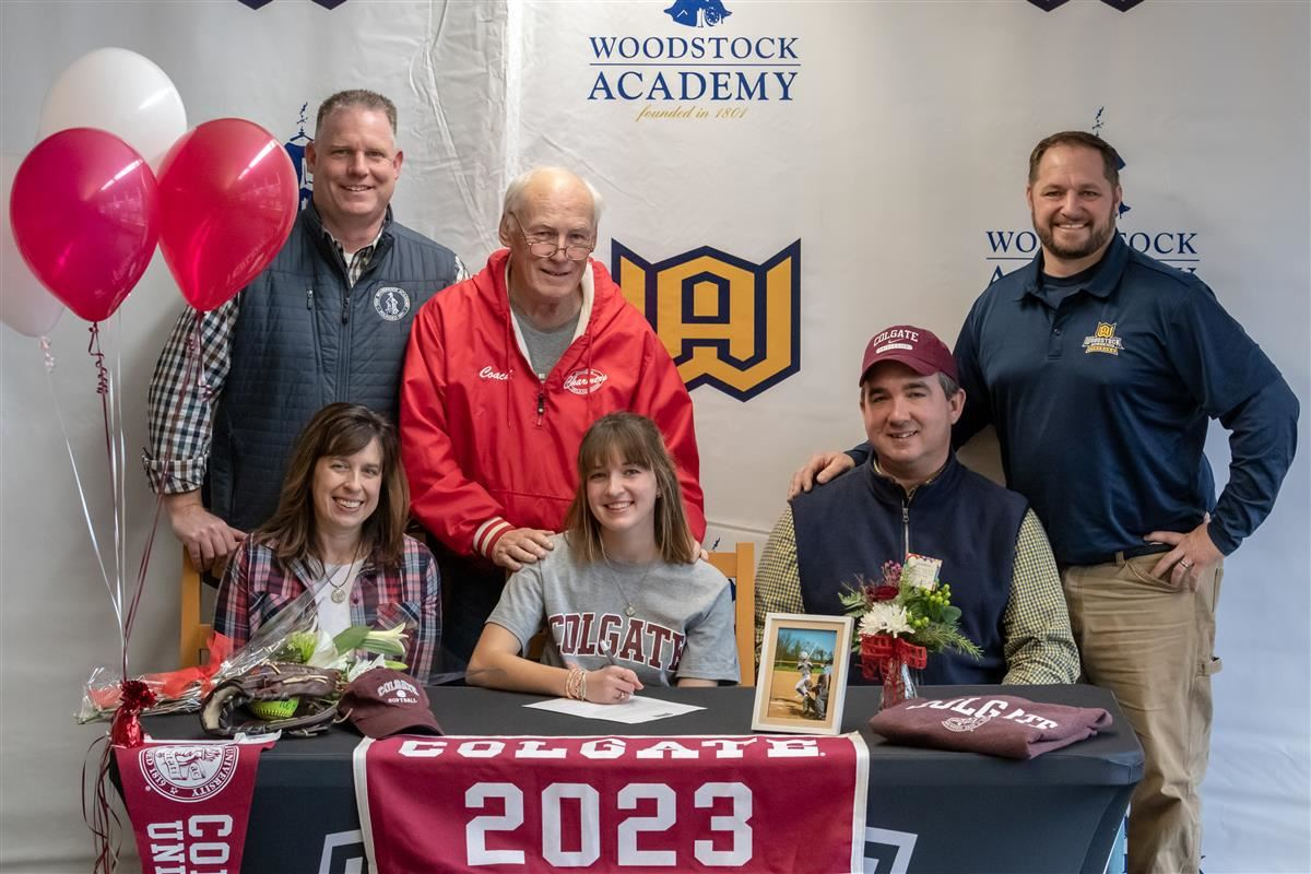 Hannah Burgess signs her Letter of Commitment